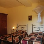 Farm Holidays La Baghera - La Baghera Alta - Brogio Apartment - Double Bedroom